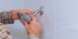 Comment réparer une faible pression d'eau dans la douche